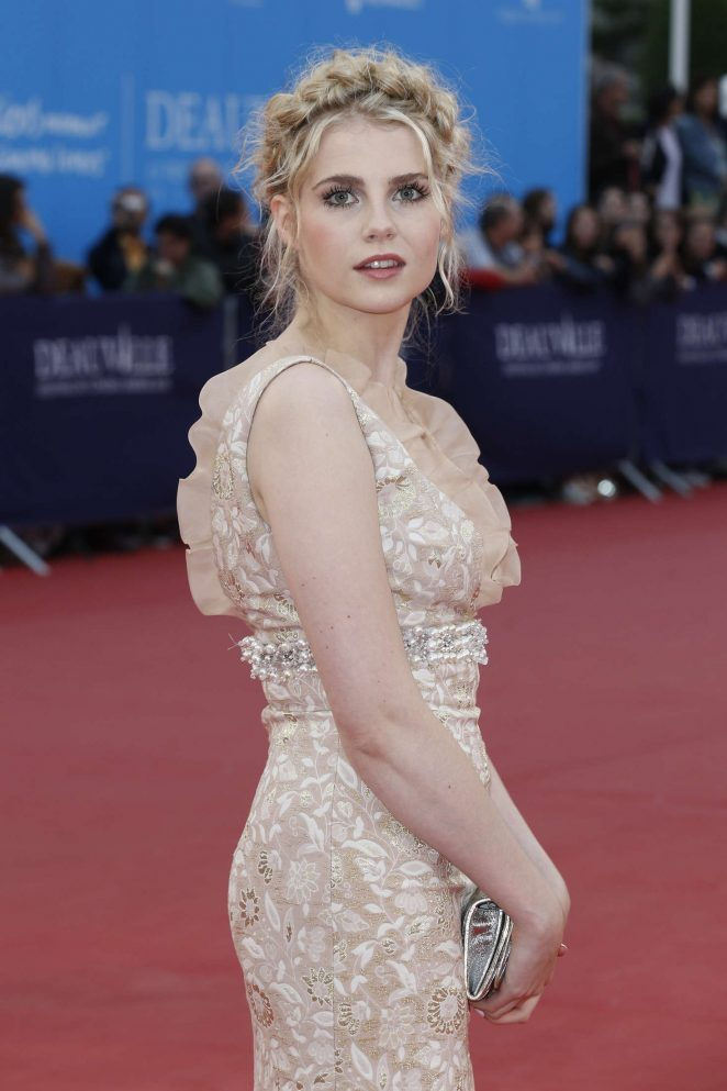 lucy boynton wallpaper