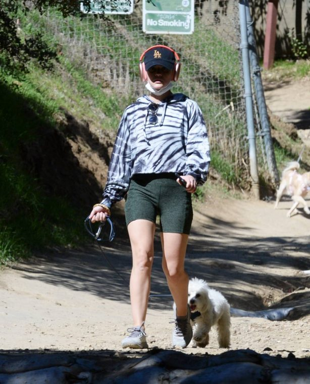 Lucy Hale - Steps out for a hike in Studio City