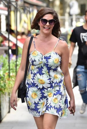 Lucy Horobin - Arriving at the Global studios in London