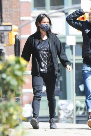 Lucy Liu - Steps out for a lunch in New York City