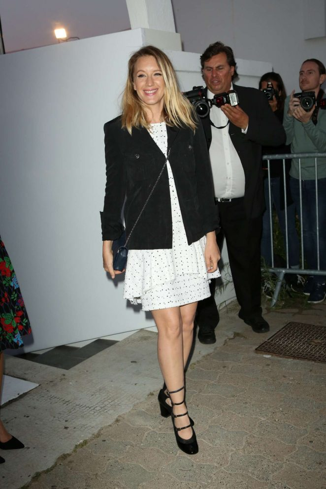Ludivine Sagnier Arriving at Chanel dinner in Cannes -03