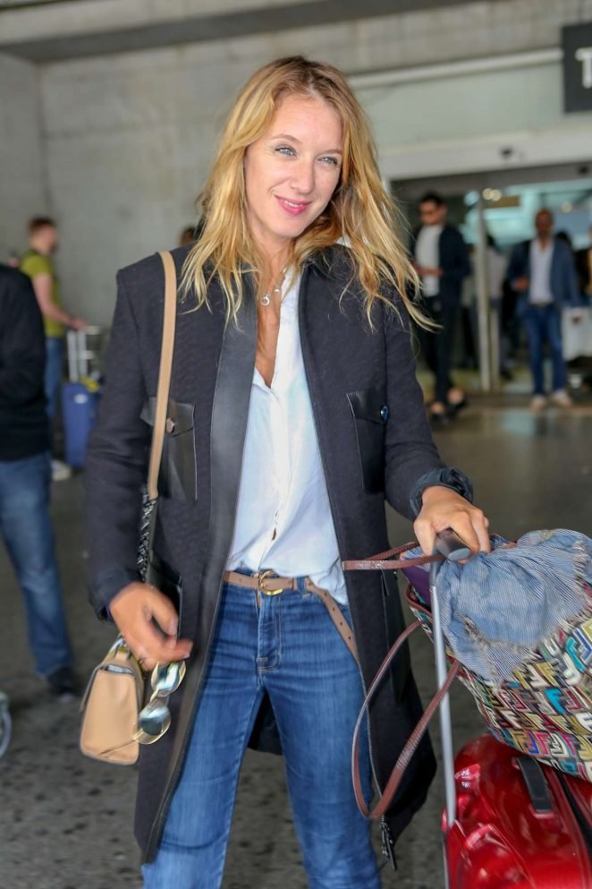 Ludivine Sagnier – Arriving at Nice Airport