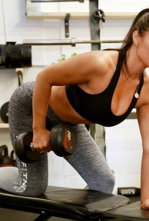 Lydia Clyma - Gym workout candids