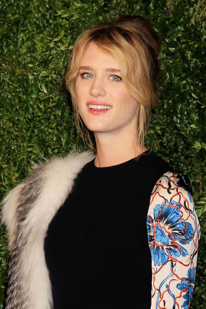 Mackenzie Davis: 2015 CFDA Vogue Fashion Fund Awards -01