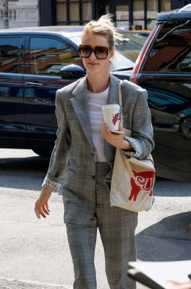 Mackenzie Davis returns to her hotel in New York