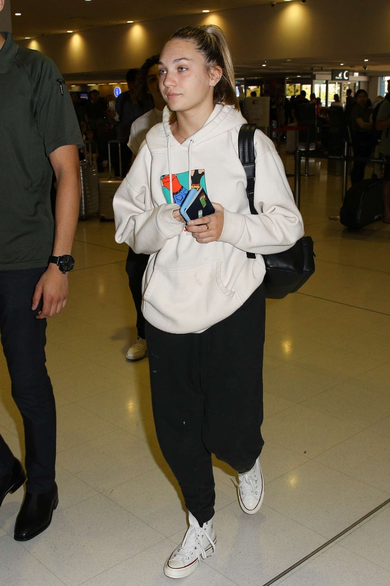 Maddie Ziegler 2019 : Maddie Ziegler – Arrives at Sydney International Airport-07
