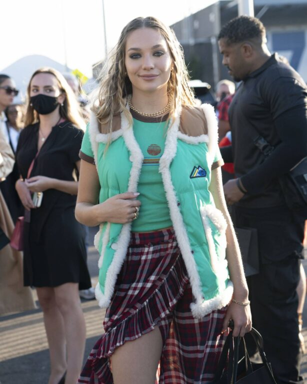 Maddie Ziegler - Arrives Coach fashion show during New York Fashion Week