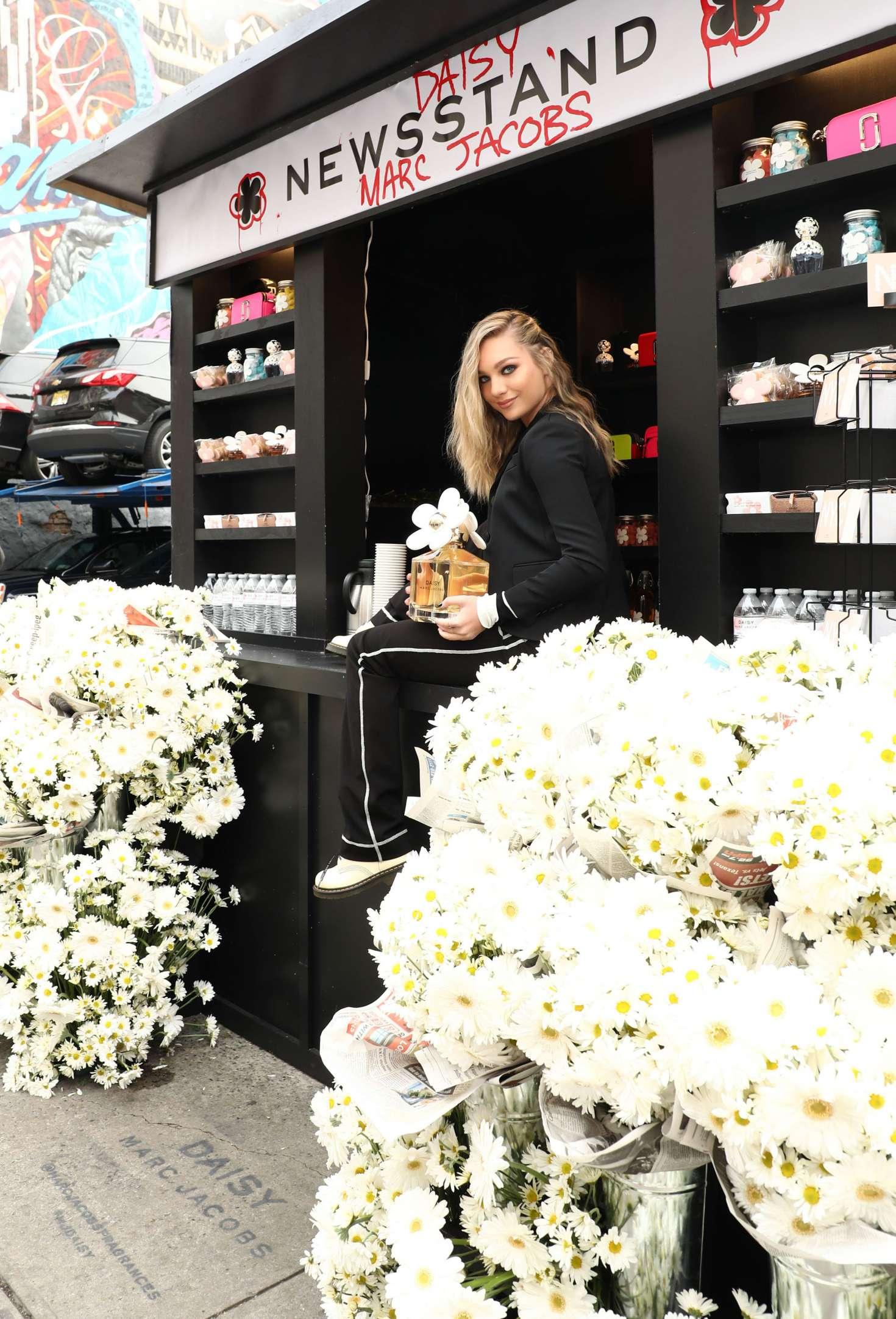 Maddie Ziegler 2018 : Maddie Ziegler: Daisy Marc Jacobs Popup Newsstand -01