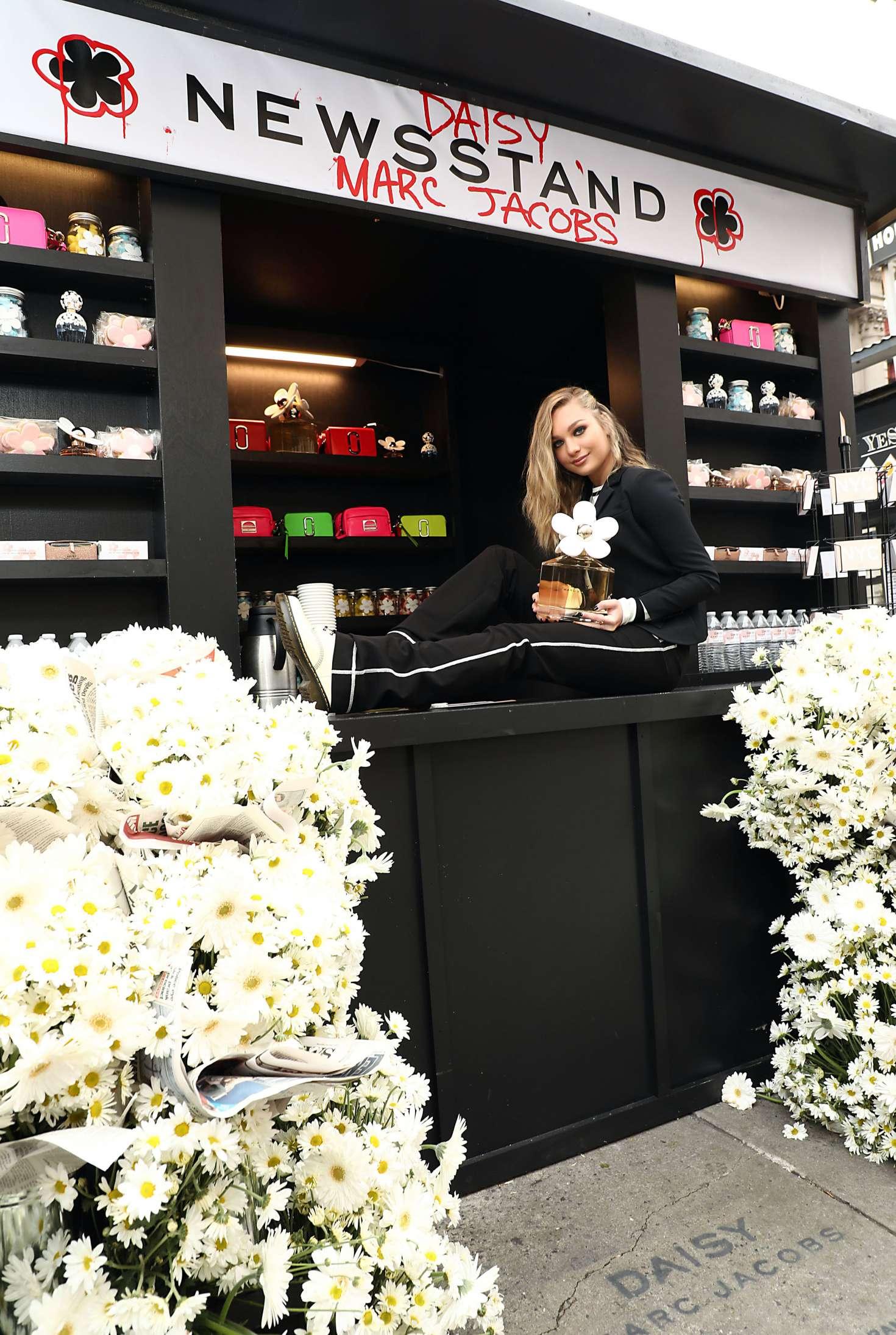 Maddie Ziegler 2018 : Maddie Ziegler: Daisy Marc Jacobs Popup Newsstand -04