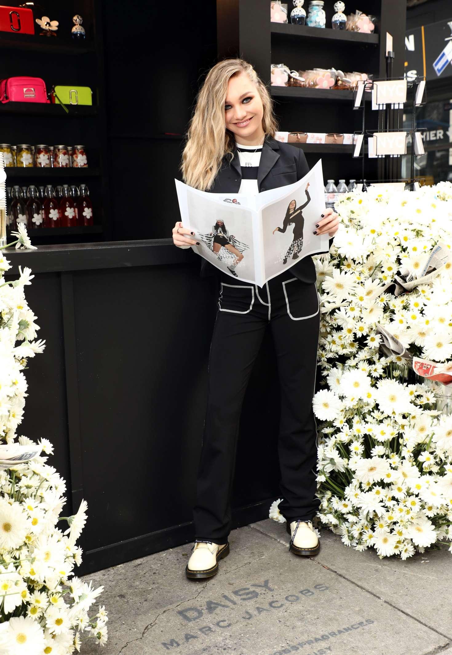 Maddie Ziegler 2018 : Maddie Ziegler: Daisy Marc Jacobs Popup Newsstand -11