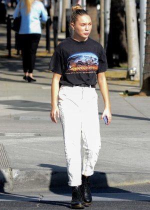 Maddie Ziegler - Shopping in Los Angeles