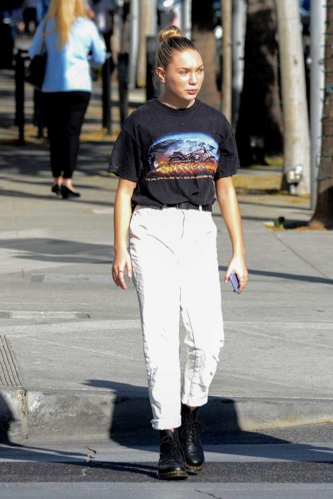 Maddie Ziegler - Shopping in Los Angeles