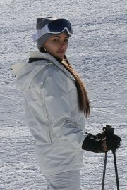 Madison Beer - Hits the slopes for a ski lesson in Aspen