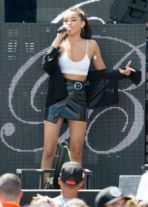 Madison Beer - Performing at the Y100 mack-a-pooloza party in Miami Beach