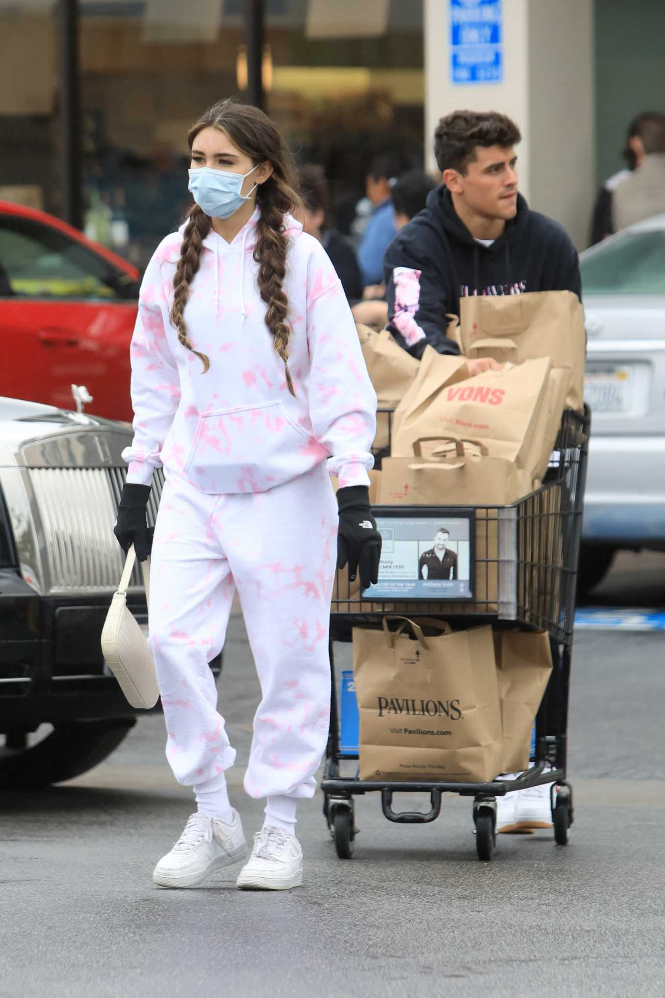 Madison Beer - Shopping at a grocery store in Los Angeles