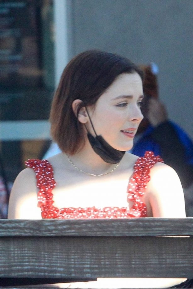 Madison Davenport - Seen at a lunch at Starbucks in Los Angeles