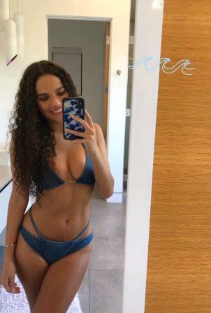 Madison Pettis - Social media