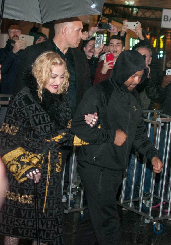 Madonna - Greet fans at the Rex Hall after gig in Paris