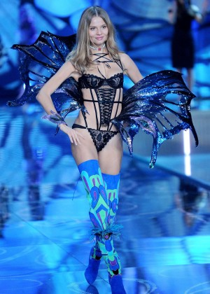 Magdalena Frackowiak - 2015 Victoria's Secret Fashion Show ...