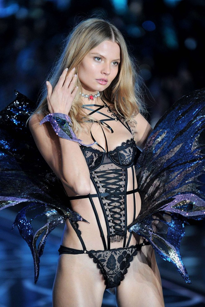Magdalena Frackowiak - 2015 Victoria's Secret Fashion Show Runway in NYC