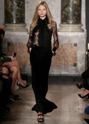 Magdalena Frackowiak - Emilio Pucci Fashion Show 2015 in Milan