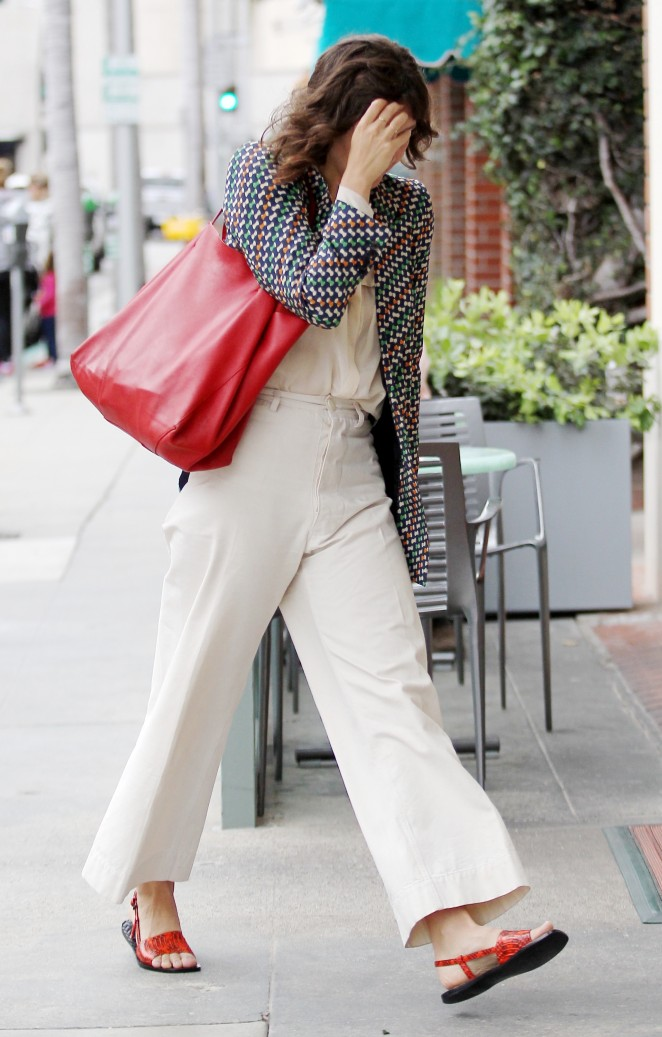 Maggie Gyllenhaal Arrives at a doctor's office in Beverly Hills