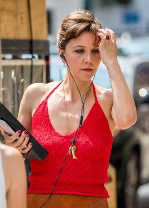 Maggie Gyllenhaal on set of 'The Deuce' in New York City