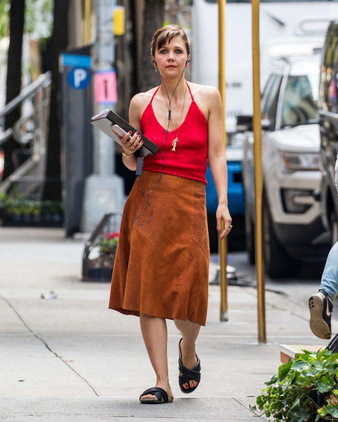 Maggie Gyllenhaal on set of The Deuce -04