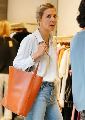 Maggie Gyllenhaal - Shopping at Rachel Comey boutique in New York