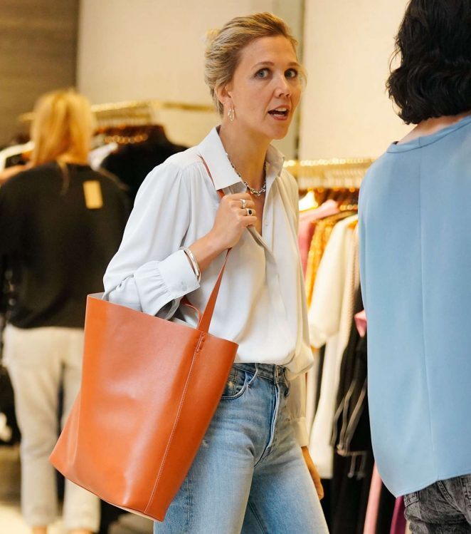 Maggie Gyllenhaal – Shopping at Rachel Comey boutique in New York
