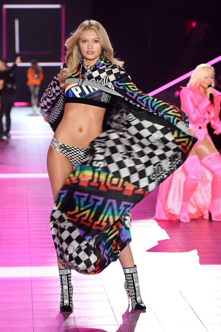 Maggie Laine 2018 : Maggie Laine: 2018 Victorias Secret Fashion Show Runway -01