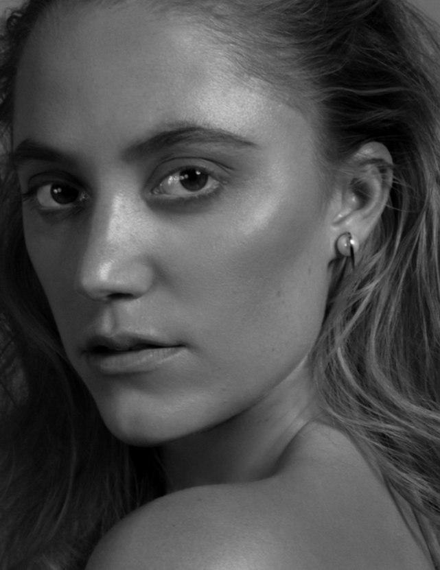 Maika Monroe: VVV Magazine 2016 -02