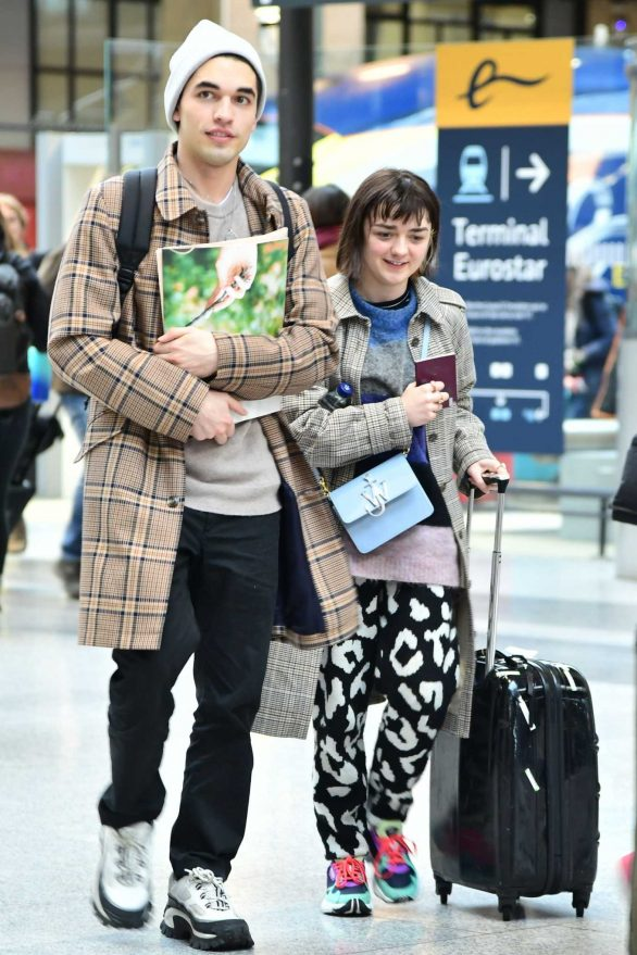 Maisie Williams - Arrives at Gare du Nord for fashion week in Paris