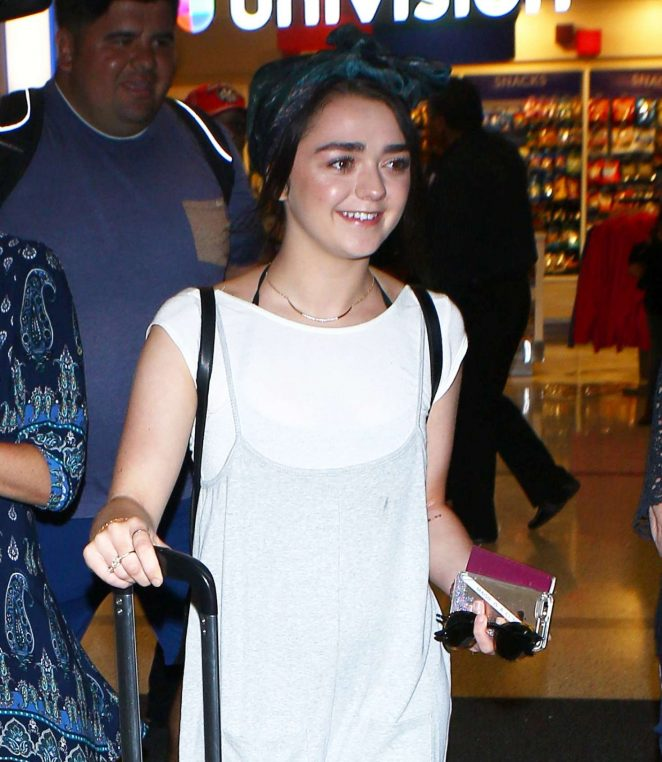 Maisie Williams Arrives at LAX Airport in Los Angeles
