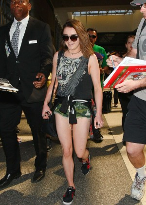 Maisie Williams in Shorts at LAX -06
