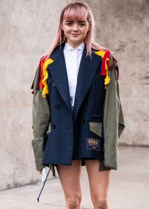 Maisie Williams - Attending at SACAI Show in Paris