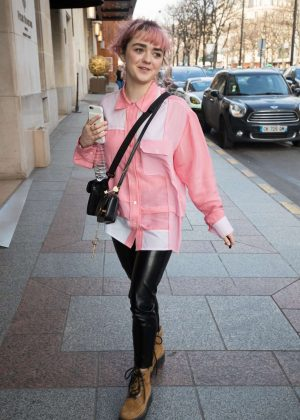 Maisie Williams - Out in Paris