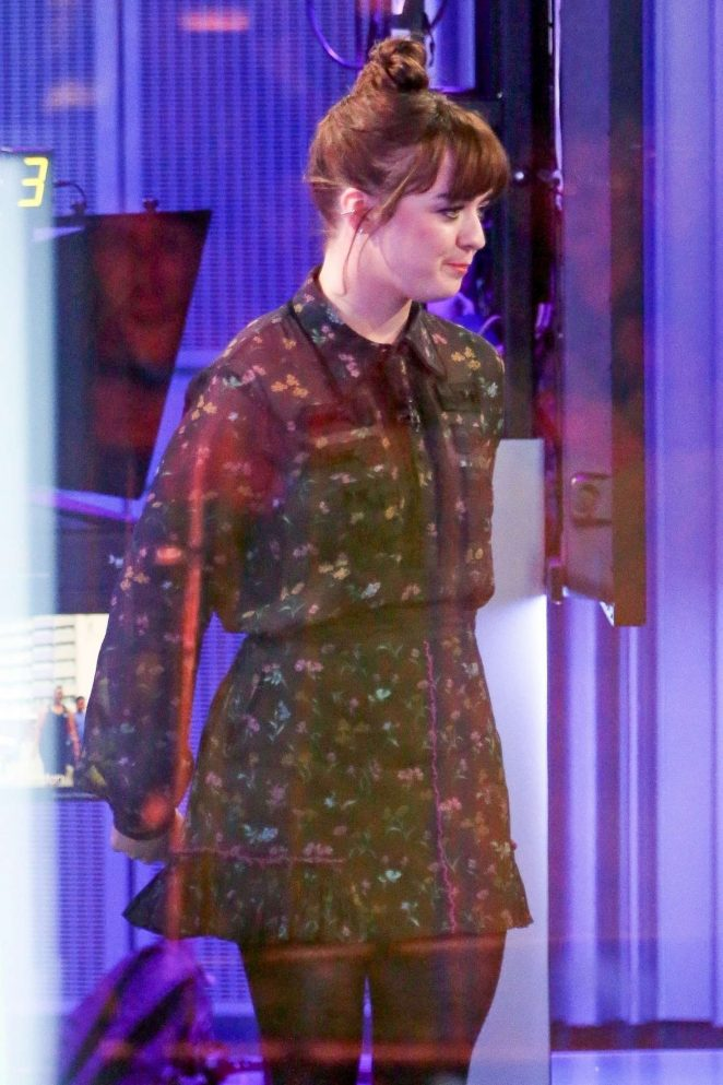 Maisie Williams – Visit BBC The One Show in London