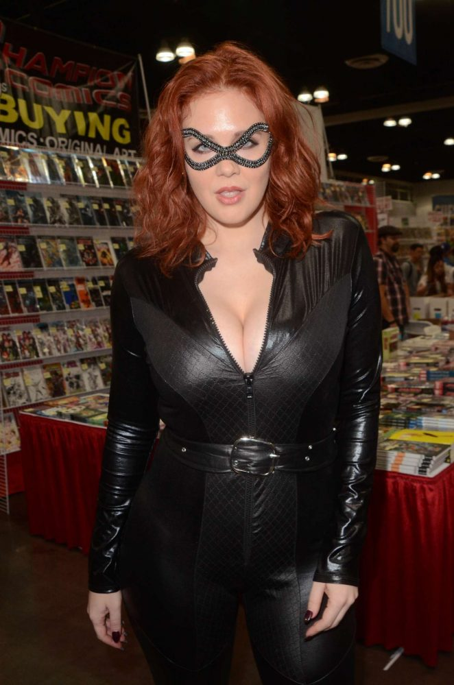 Maitland Ward at Comic Con Revolution in Ontario