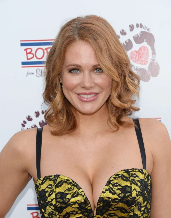 Maitland Ward – In A Yellow Tight Dress at The Bobs From Skechers