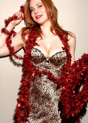 Maitland Ward - Valentine's Day 2015 Photoshoot