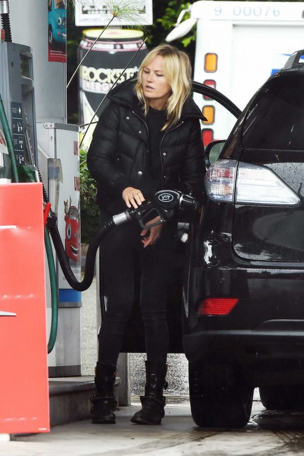 Malin Akerman - Filling up with Gas in Los Angeles
