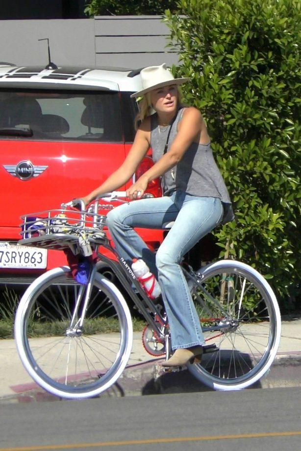 Malin Akerman - Ride bike in Venice