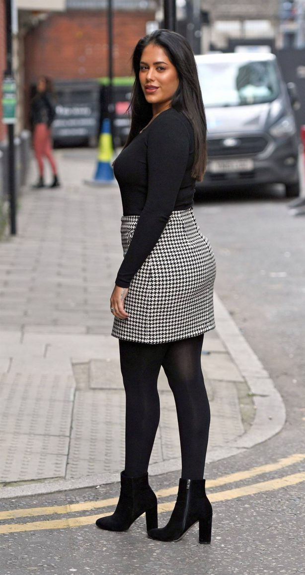 Malin Andersson - All smiles while out in London