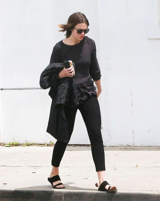 Mandy Moore in Tights at a hair salon in Beverly Hills