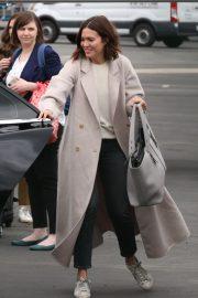 Mandy Moore - Flies private to Los Angeles