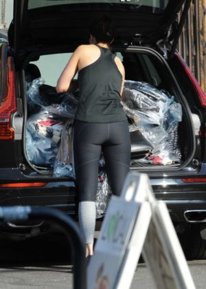 Mandy Moore in Tights - Picks up her dry cleaning in LA