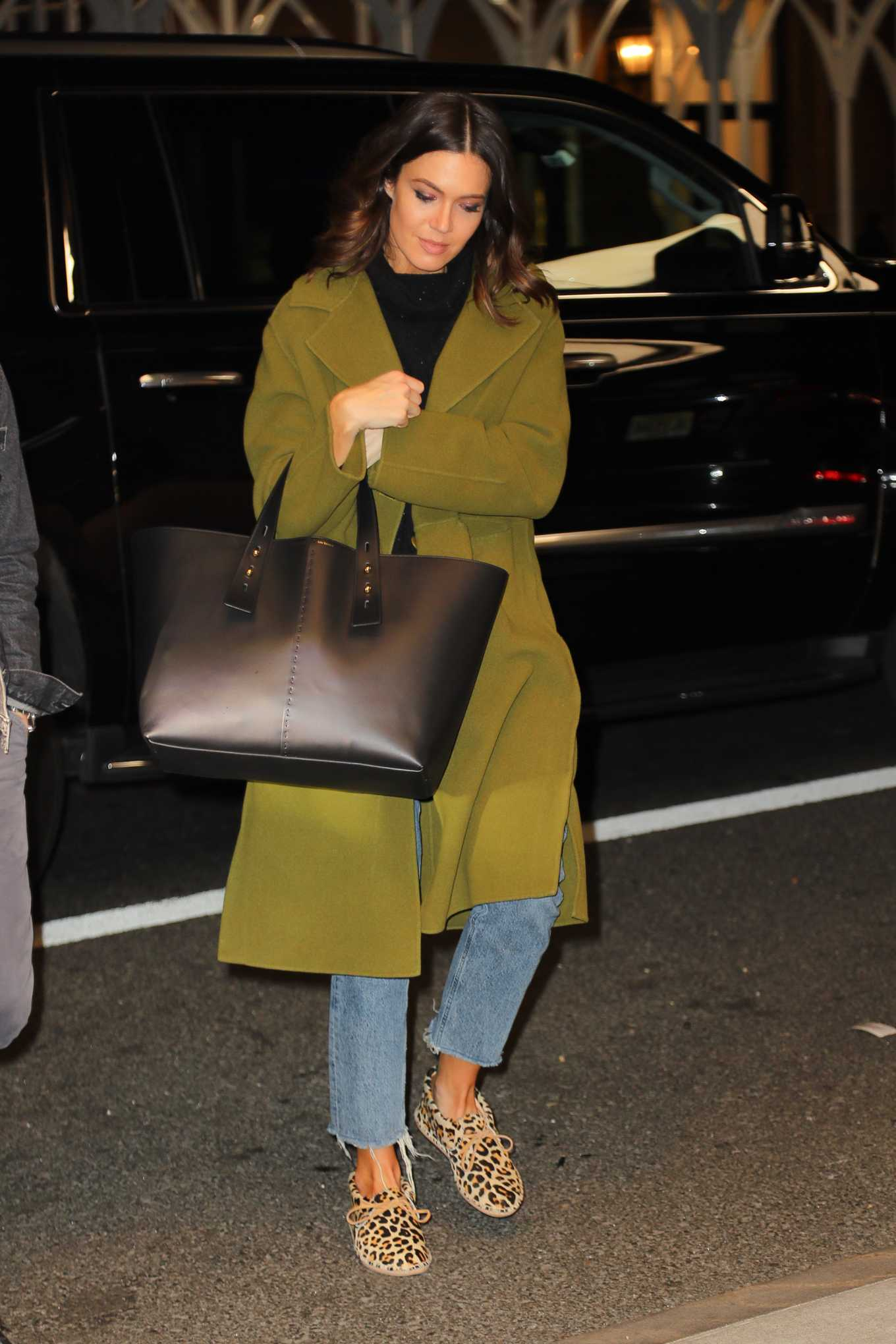 Mandy Moore - Outside of her hotel in New York
