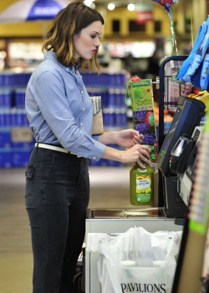 Mandy Moore - Shopping at Supermarket in LA