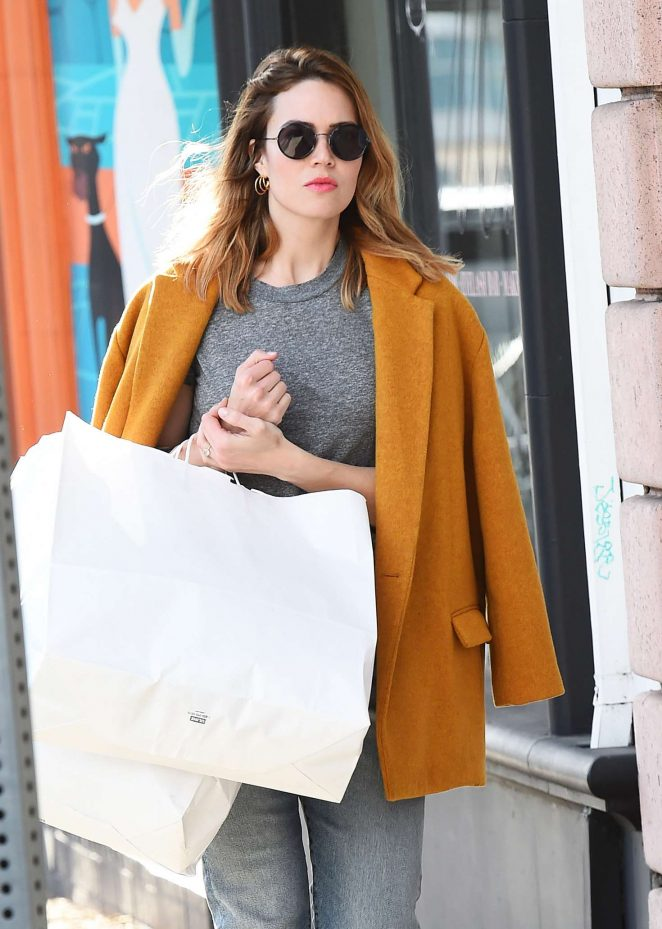 Mandy Moore - Shopping in Los Angeles